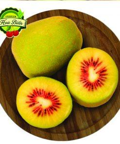 Kiwi có ruột vàng xen lẫn các tia đỏ đẹp mắt